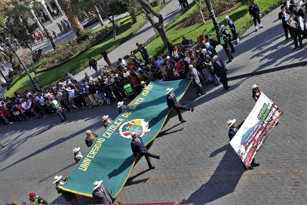 desfile-por-57-aniversario-ucsm-2018-alumnos