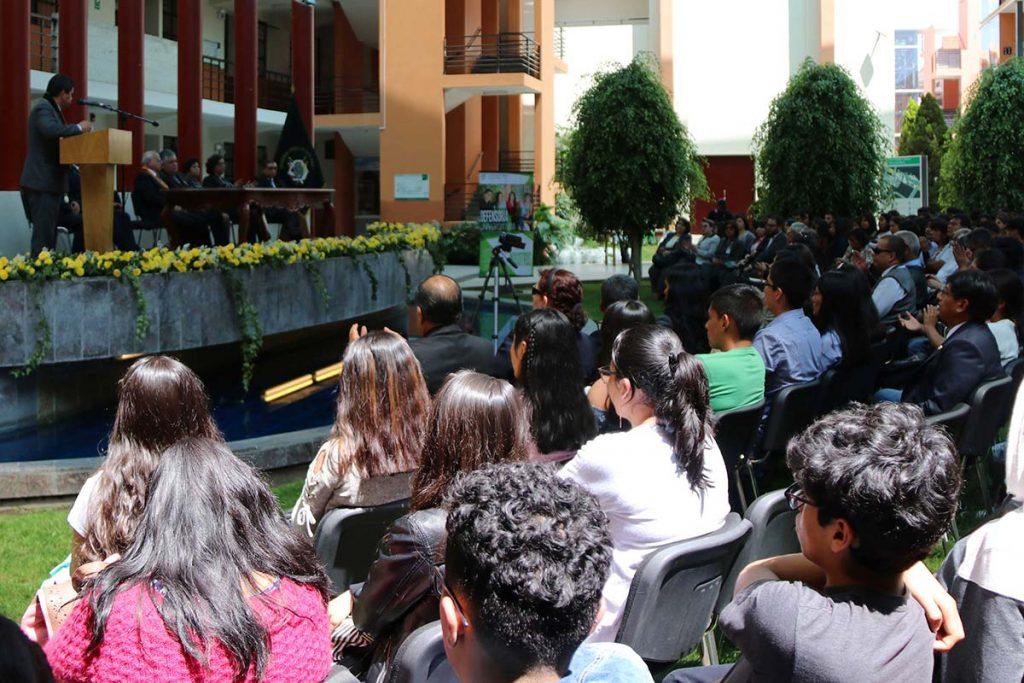 estudiantes-excelentes-de-la-catolica-gozaran-de-grandes-beneficios-03