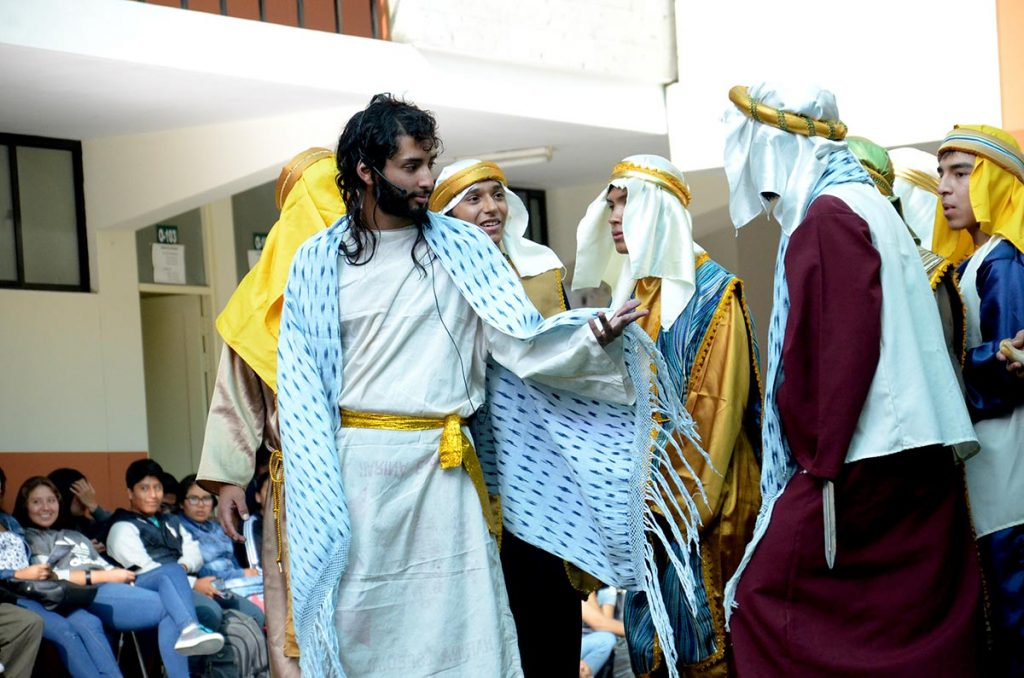 cien-artistas-escenificaran-el-sacrificio-de-jesus-en-la-ucsm-02