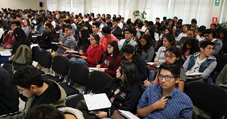 exitosa-catedra-de-doctrina-social-de-la-iglesia-aula-mixta