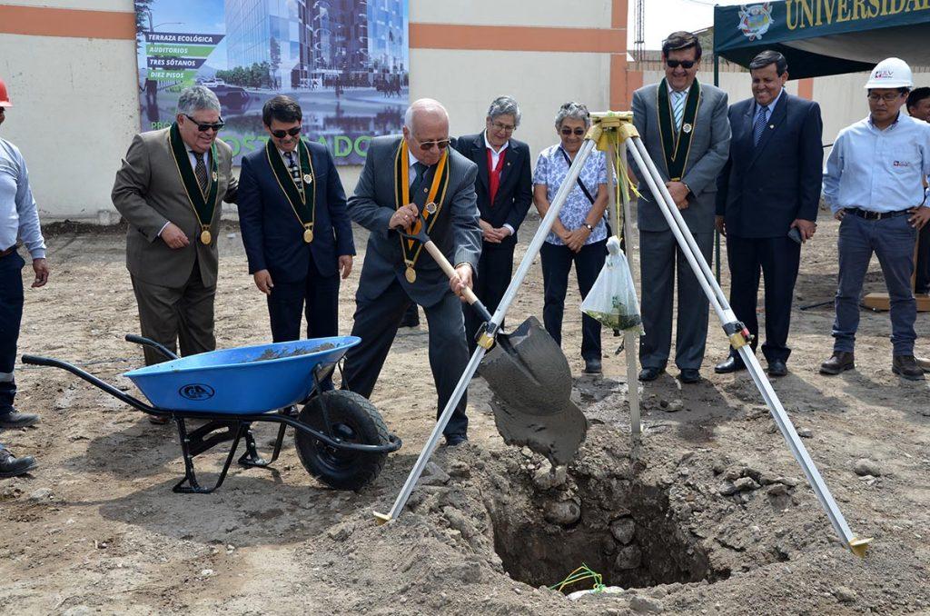 ucsm-inicia-construccion-del-primer-edificio-ecologico-de-arequipa-rector-inaugura