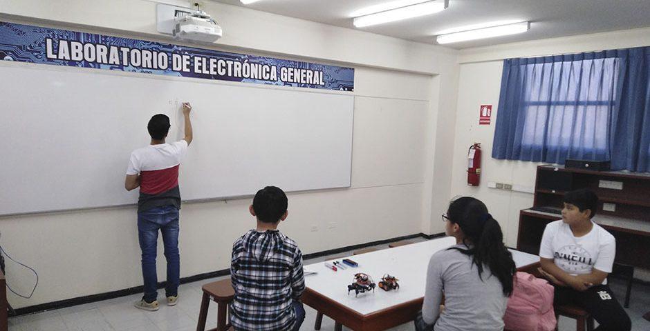 universidad-catolica-de-santa-maria-logra-resultados-notables-en-torneo-de-robotica