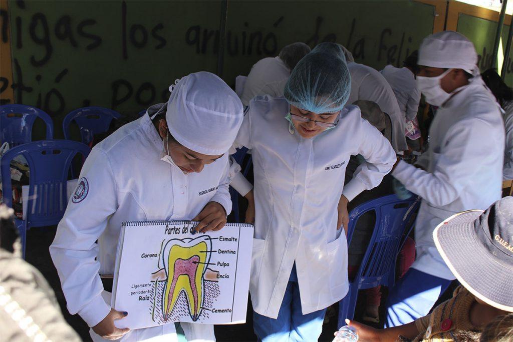ucsm-y-demuna-de-paucarpata-realizaron-campana-odontologica-2019_0001_img_1649