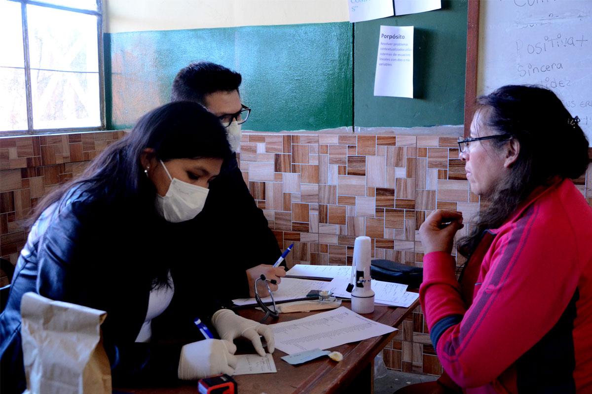 campana-medica-de-la-ucsm-atendio-gratuitamente-1400-pacientes-en-sachaca_0000_capa-4