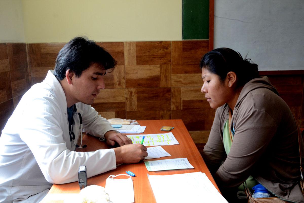 campana-medica-de-la-ucsm-atendio-gratuitamente-1400-pacientes-en-sachaca_0002_capa-2