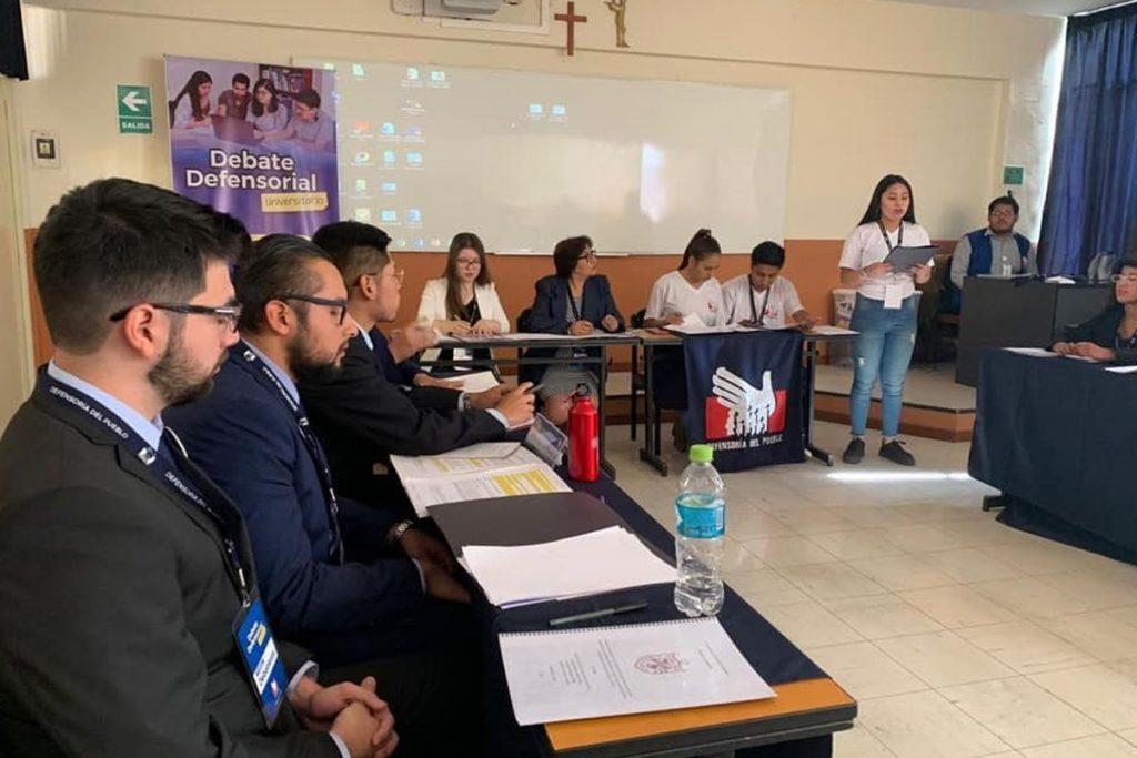 santamarianos-logran-primer-y-segundo-puesto-en-el-debate-defensorial-universitario_0001_capa-2