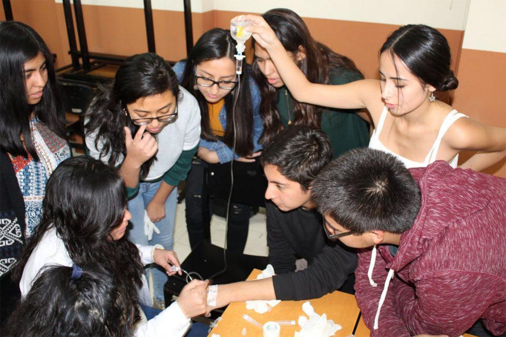 asociacion-cientifico-academica-de-estudiantes-de-medicina-realizo-taller-de-inyectables_0002_foto-5
