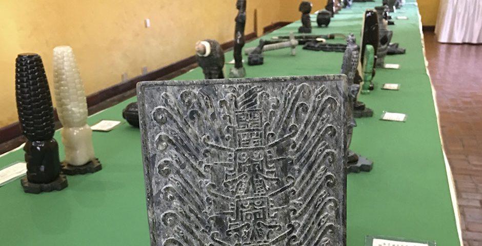 casa-de-la-cultura-ucsm-expone-tallados-en-piedra-del-maestro-dionicio-atau