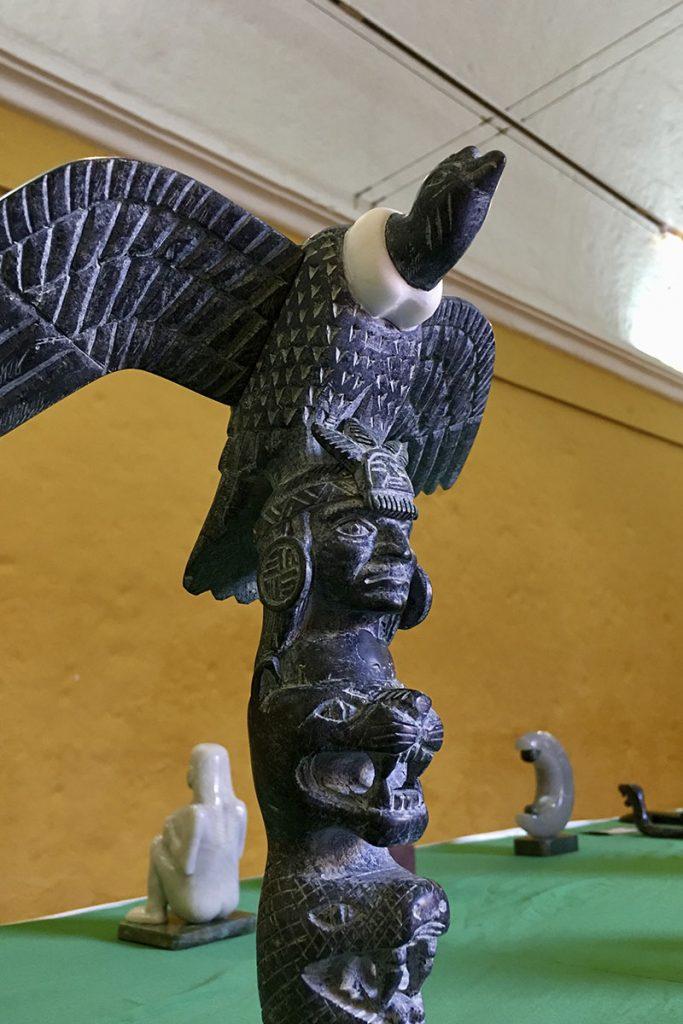 casa-de-la-cultura-ucsm-expone-tallados-en-piedra-del-maestro-dionicio-atau_0002_img-3226