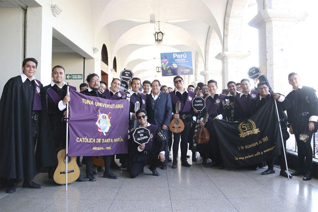 tuna-de-la-ucsm-50-anos-repartiendo-alegria-y-musica-al-pueblo-arequipeno_0000_img_5075