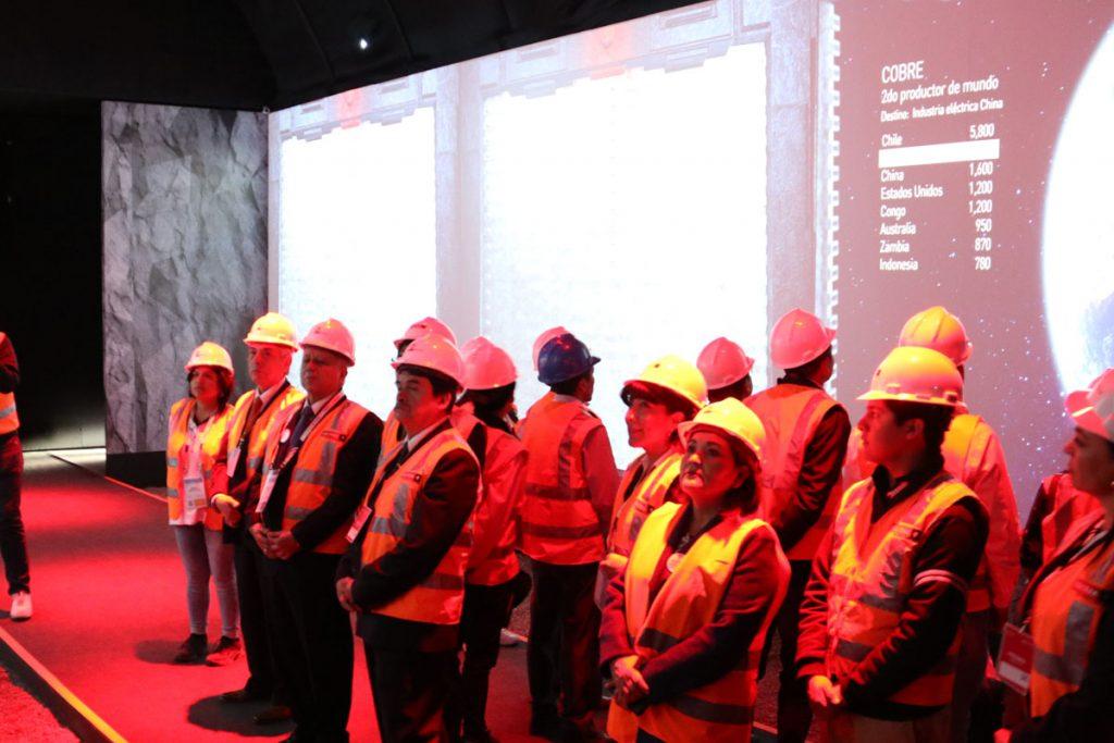 25-santamarianos-se-convirtieron-en-amautas-mineros-para-atender-a-mas-de-60-mil-convencionistas-4