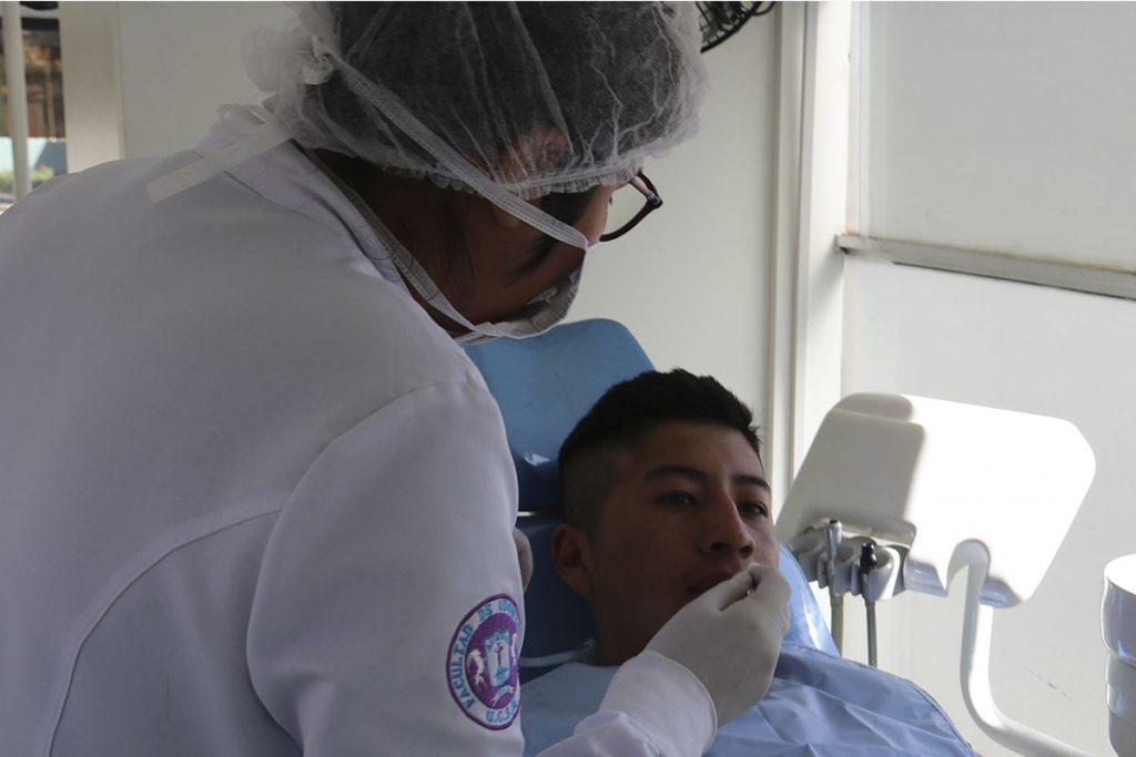 odontologos-del-peru-se-reuniran-en-la-ucsm-para-exponer-avances-cientificos-de-implantologia-dental_0001_img_3338
