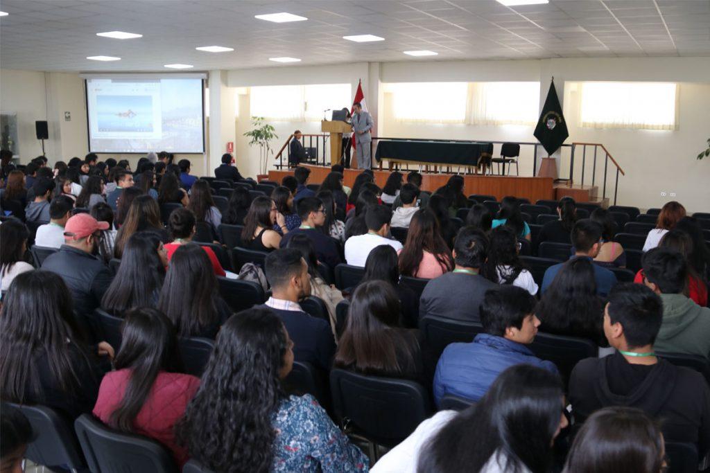 400-alumnos-santamarianos-son-capacitados-en-emprendimiento-e-innovacion_0000_capa-3