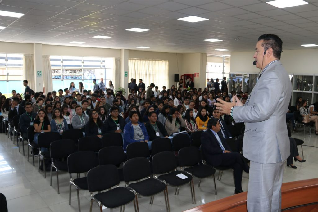 400-alumnos-santamarianos-son-capacitados-en-emprendimiento-e-innovacion_0001_capa-2