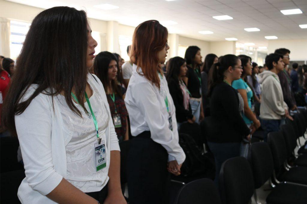 400-alumnos-santamarianos-son-capacitados-en-emprendimiento-e-innovacion_0002_capa-1