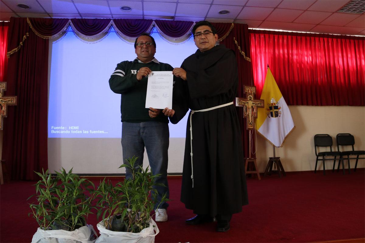 colegio-santa-clara-participa-en-proyecto-arequipa-ciudad-verde-de-la-catolica_0001_capa-2