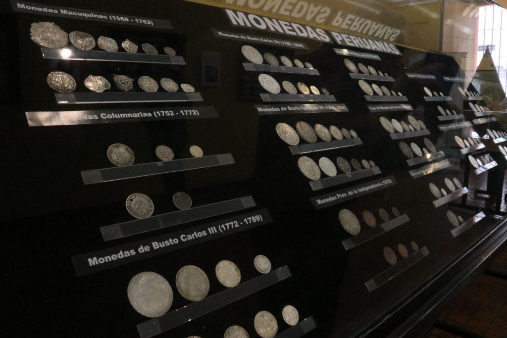 en-casa-de-la-cultura-ucsm-exponen-monedas-y-billetes-del-siglo-xvi-4