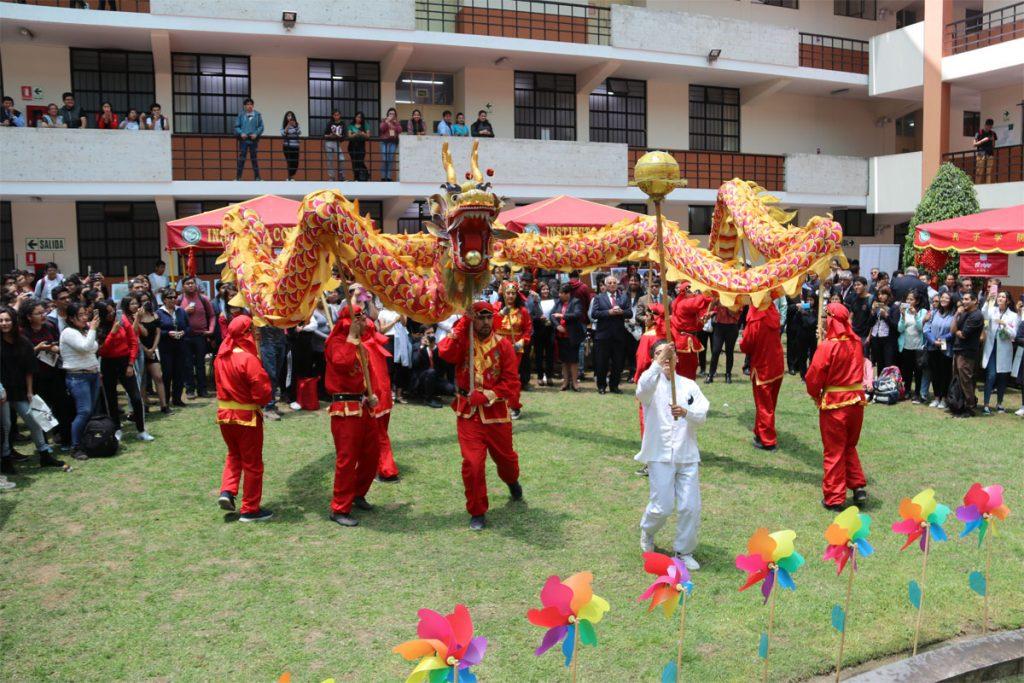 ucsm-celebra-170-anos-de-migracion-chinos-al-peru-y-el-aniversario-del-instituto-confucio_0002_capa-2