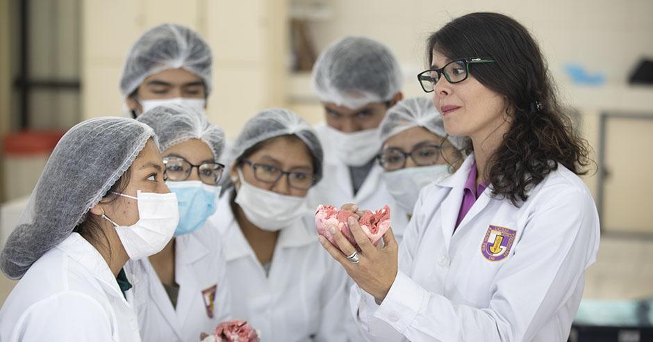 santamariana-logra-el-tercer-puesto-en-el-examen-nacional-de-medicina-2019s