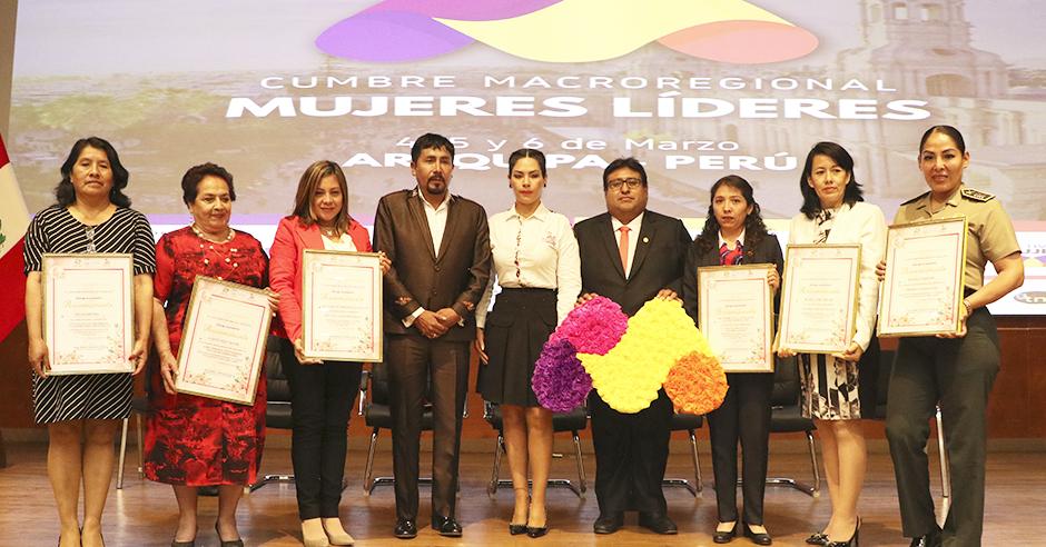 mujeres-lideres-de-la-macro-region-sur-se-reunen-en-la-ucsm-para-promover-inclusion-y-equidad-2