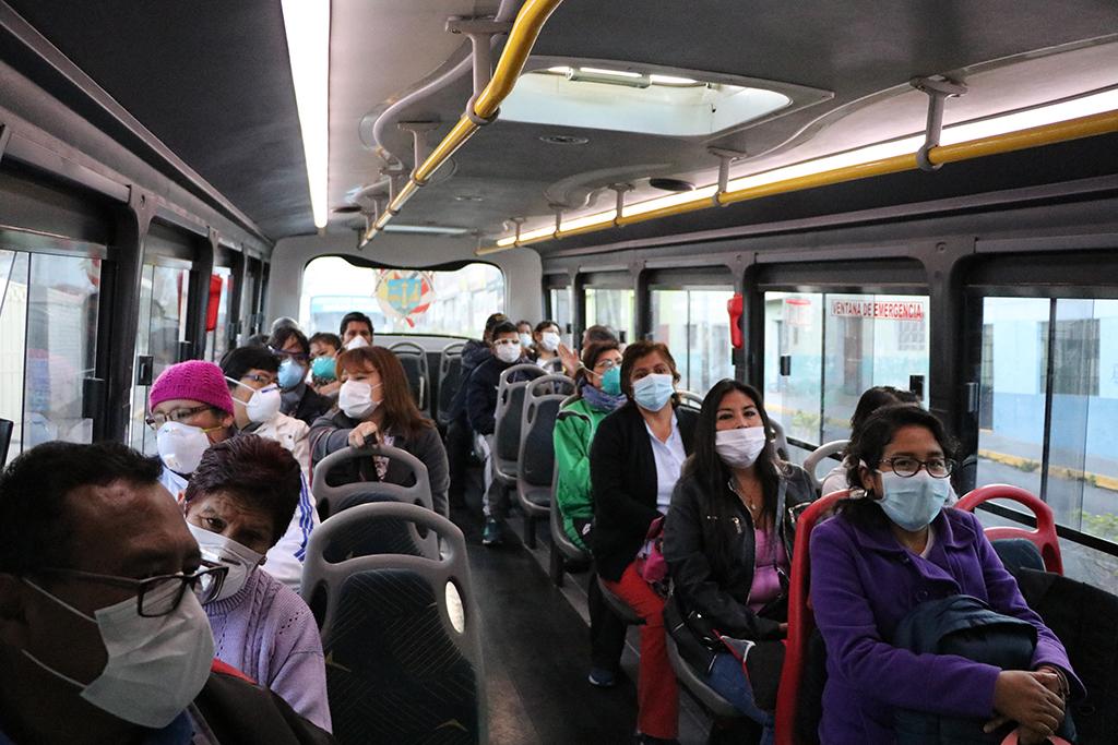 ucsm-buses-de-la-ucsm-trasladan-durante-cuarentena-a-mas-de-800-medicos-y-enfermeras-a-hospitales