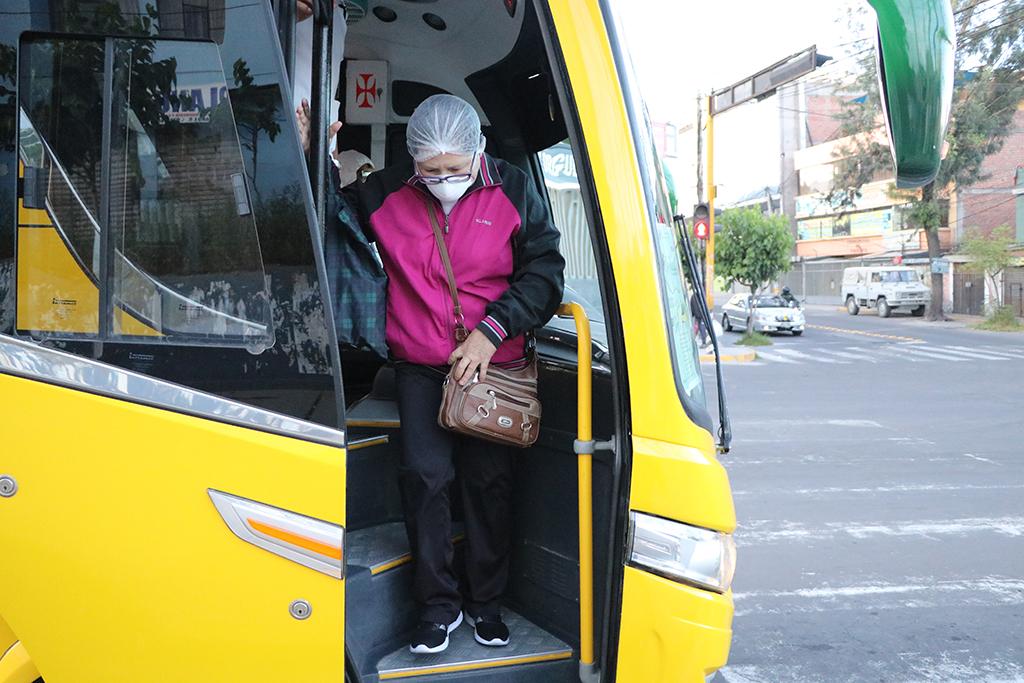 ucsm-buses-de-la-ucsm-trasladan-durante-cuarentena-a-mas-de-800-medicos-y-enfermeras-a-hospitales-1
