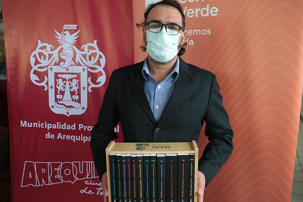 ucsm-entrego-colecciones-del-texao-a-los-cinco-ganadores-del-concurso-el-regreso-de-la-municipalidad-provincial-de-arequipa-2