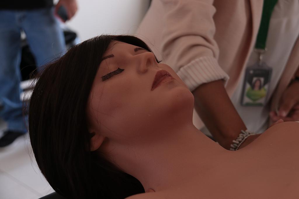 ucsm-facultad-de-obstetricia-de-la-ucsm-es-la-primera-en-su-tipo-en-el-peru-en-contar-con-simuladores-en-3d-4