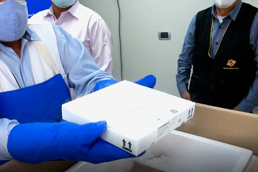 ucsm-sistema-de-cadena-de-frio-de-la-ucsm-almacenara-100-000-vacunas-pfizer-en-sus-ultra-congeladores-2
