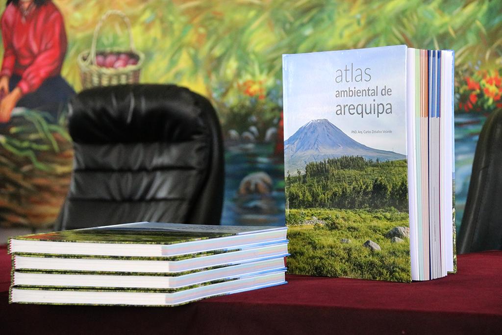 ucsm-entrego-a-la-ciudad-blanca-el-primer-atlas-ambiental-de-arequipa-en-el-marco-de-sus-481-anos-de-fundacion-espanola-1